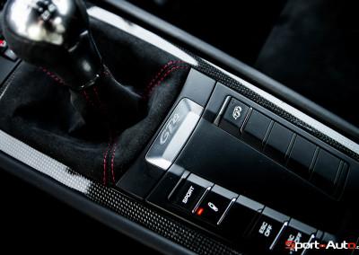 Porsche-Cayman-GT4-19