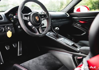 Porsche-Cayman-GT4-20