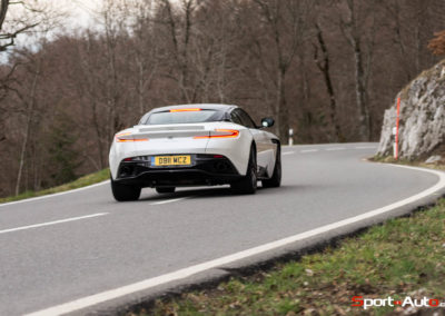 AstonMartinDB11V8-111