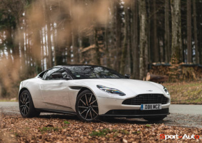 AstonMartinDB11V8-15