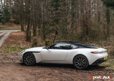 AstonMartinDB11V8-20