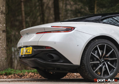 AstonMartinDB11V8-7