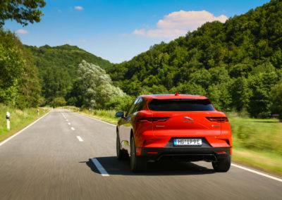 Jaguar-I-Pace-press-19